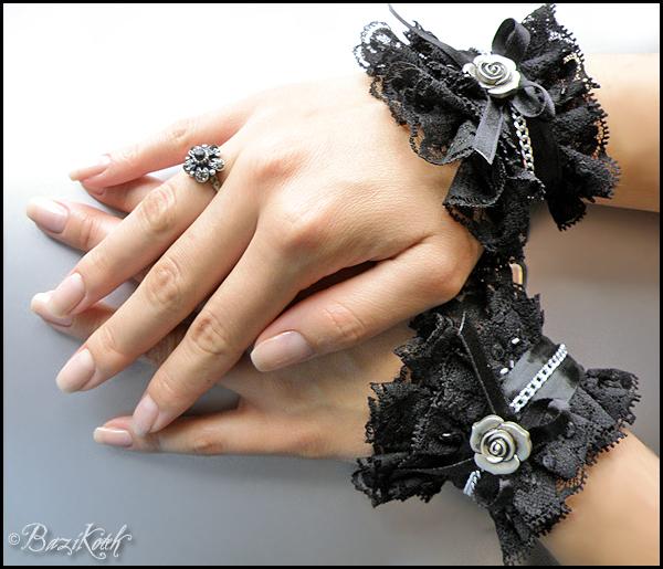 Gothic_Cuffs_by_BaziKotek