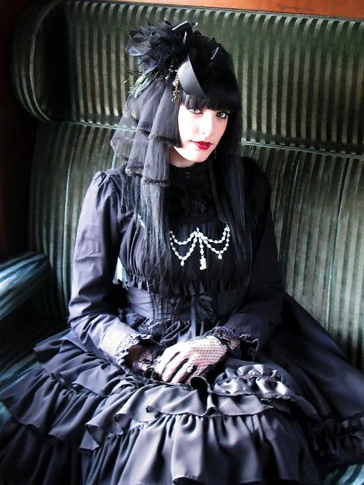 Elegant-Goth-Lolita1
