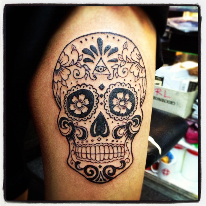 sugar-skull-tattoo-on-the-ribs