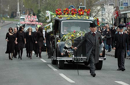 image-1-for-jade-goody-s-funeral-procession-gallery-839515060