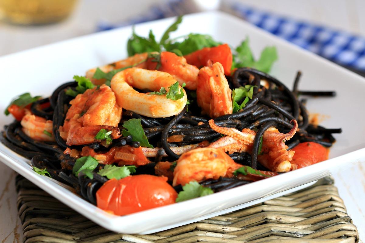 seafood-squid-ink-pasta_7893